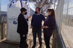 La-Alcaldesa-y-el-Concejal-de-Educacion-visitaron-el-huerto-del-CEIP-Pintor-Camaron-en-sus-inicios-1