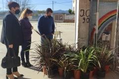 La-Alcaldesa-y-el-Concejal-de-Educacion-visitaron-el-huerto-del-CEIP-Pintor-Camaron-en-sus-inicios-2
