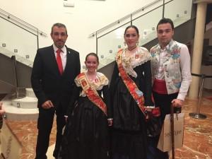 El Alcalde, Rafael Magdalena, el Concejal de Fiestas, Enrique Máñez y las Reinas de las Fiestas Ana Torres y Zara Soler