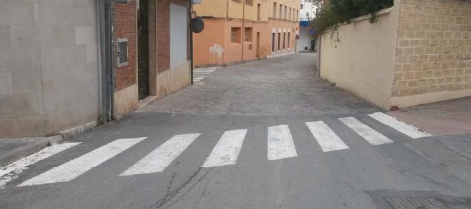 Calle Higueras, desde el cruce con Avda. Cortes Valencianas