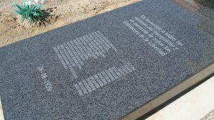 Lápida reparada