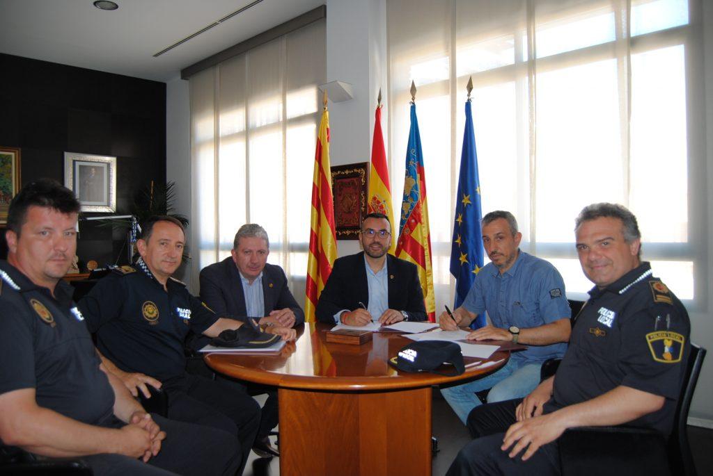 Firma de convenio en el Ayuntamiento de Vila-real