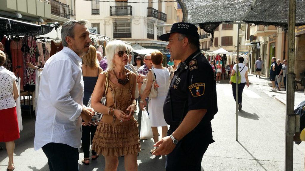 El Alcalde, la concejala y el jefe de policía revisan el plan de seguridad