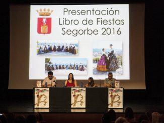 El Alcalde, el Concejal de Fiestas y las reinas entrantes presentan el nuevo libro de las Fiestas de Segorbe 2016