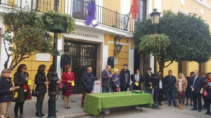 Lectura del manifiesto contra la violencia de género en Segorbe