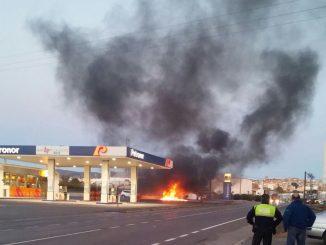 Camión incendiado en la gasolinera de la Avda. Mediterráneo de Segorbe
