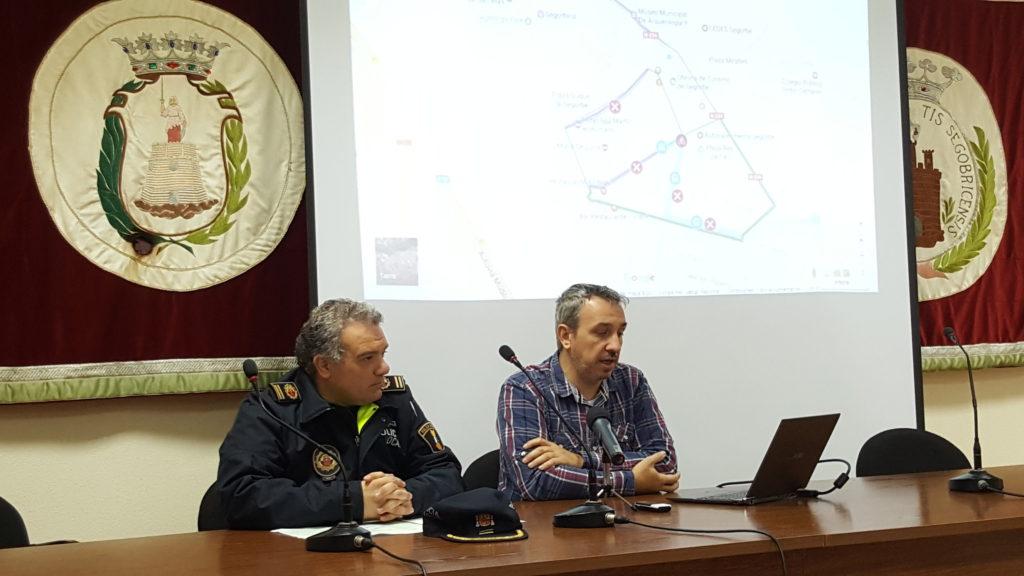 El alcalde de segorbe junto al jefe de la policía local en rueda de prensa