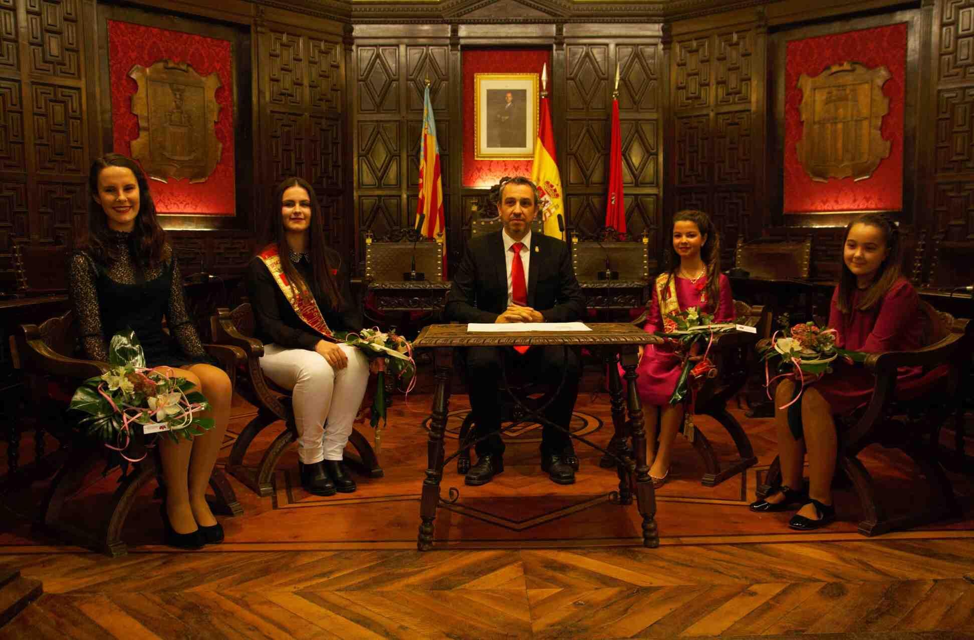 Reinas 2016 y 2017 junto al Alcalde