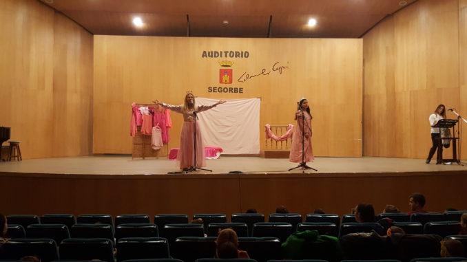"""Representación de """"¿Hay algo más aburrido que ser una princesa rosa?"""" en el auditorio Salvador Seguí de Segorbe"""