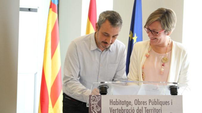 El Alcalde de Segorbe firma el convenio junto a la Consellera de Vivienda