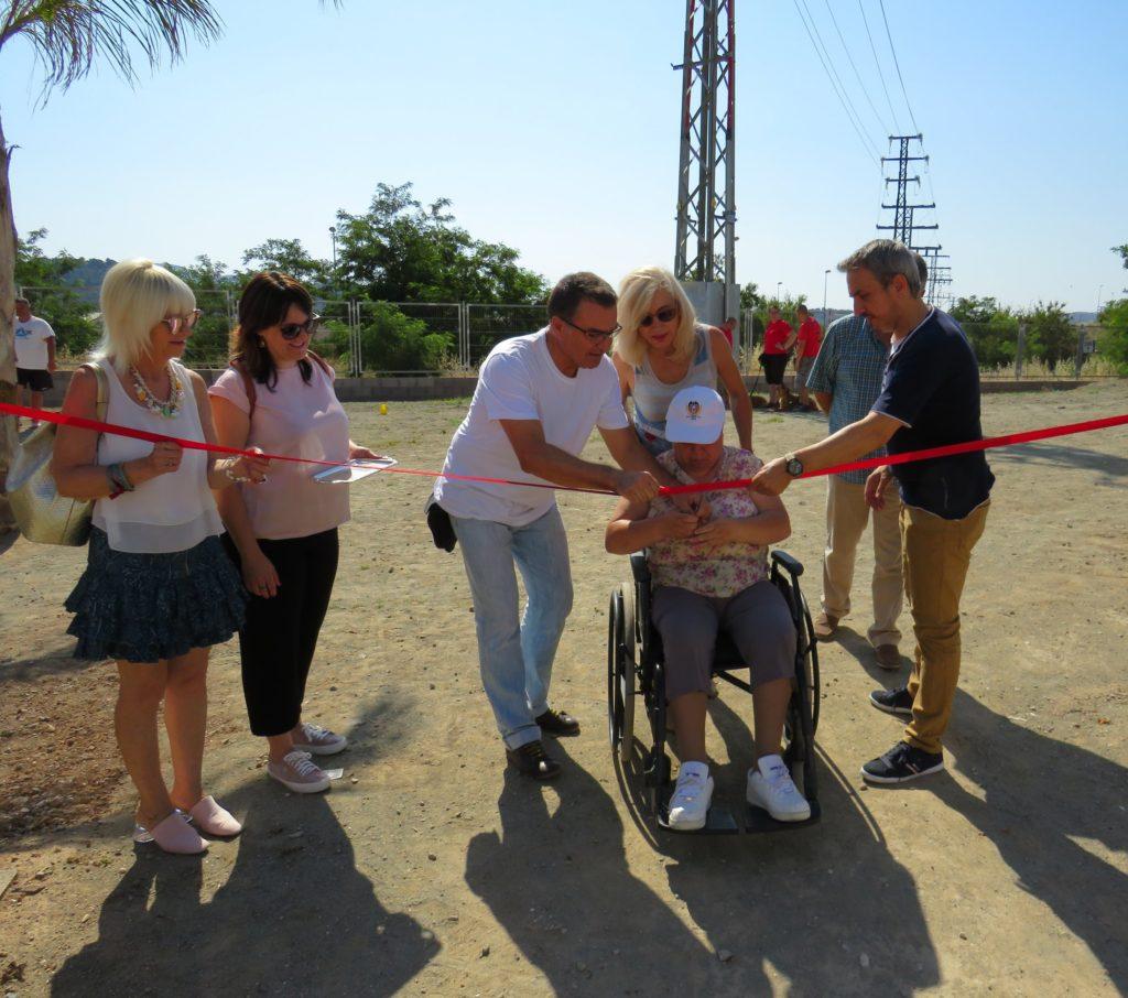 Corte de cinta inaugural de las nuevas instalaciones en el Parque Canino de Segorbe