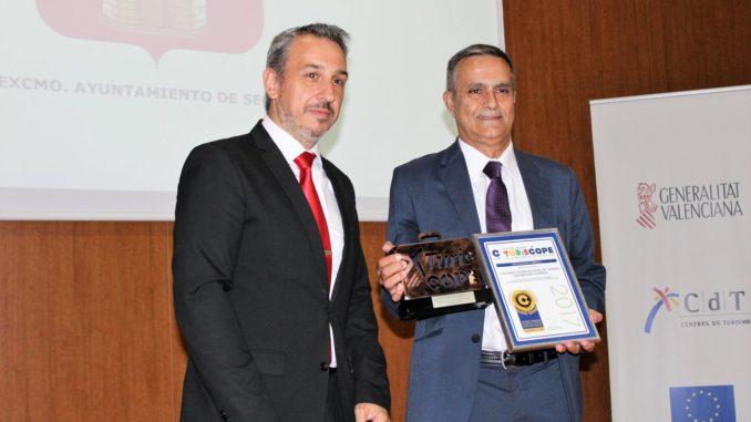 El Alcalde de Segorbe entrega el premio TurisCope a la divulgación turística