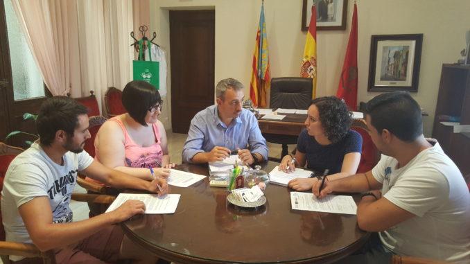 El alcalde del AyuEl alcalde de Segorbe se reúne con parte de los nuevos jóvenes contratados