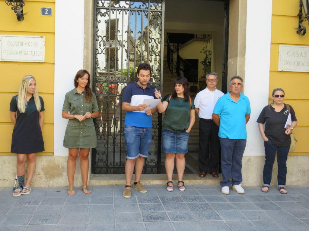 El Alcalde en funciones, Enrique Máñez, lee un discurso en homenaje