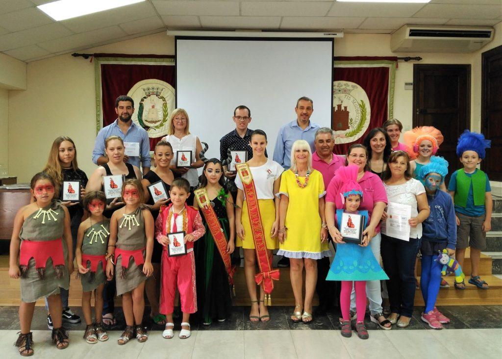 Los premiados han recogido sus premios tras celebrarse el Baile de Disfraces infantil