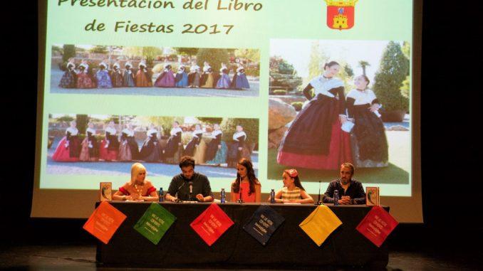 El Alcalde, Rafael Magdalena, junto a los Concejales de Fiestas y de Mujer y Participación Ciudadana en la Presentación del Libro de Fiestas