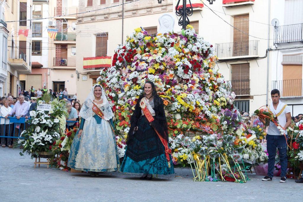 La Reina Mayor de Segorbe 2017 y la Fallera Mayor de Torrent cerraron el acto