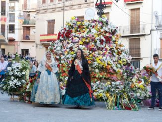 La Reina Mayor de Segorbe 2017 y la Fallera Mayor de Torrent cerraron el acto