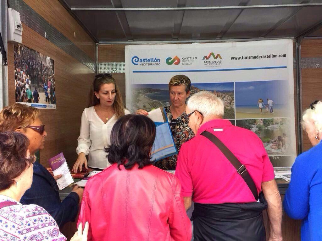 Representantes de la Concejalía de Turismo durante la inauguración de la Feria de Cocentaina