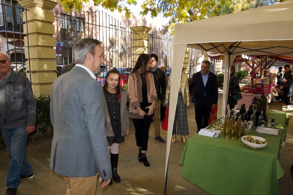 Visita de las Reinas y la Corporación a la II Feria Agroalimentaria
