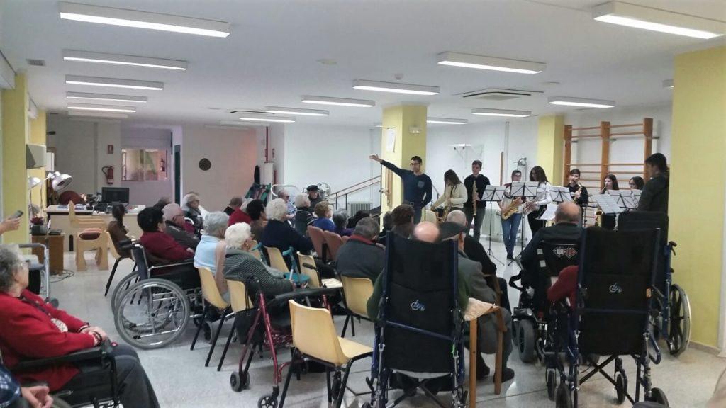 Los usuarios de la Residencia de la Tercera Edad de Segorbe disfrutaron enormemente con el concierto