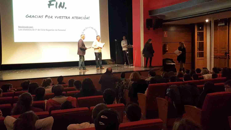 El Alcalde y el Concejal de Medioambiente de Segorbe entregan los Premios del concurso de narrativa del Día del Árbol en Segorbe