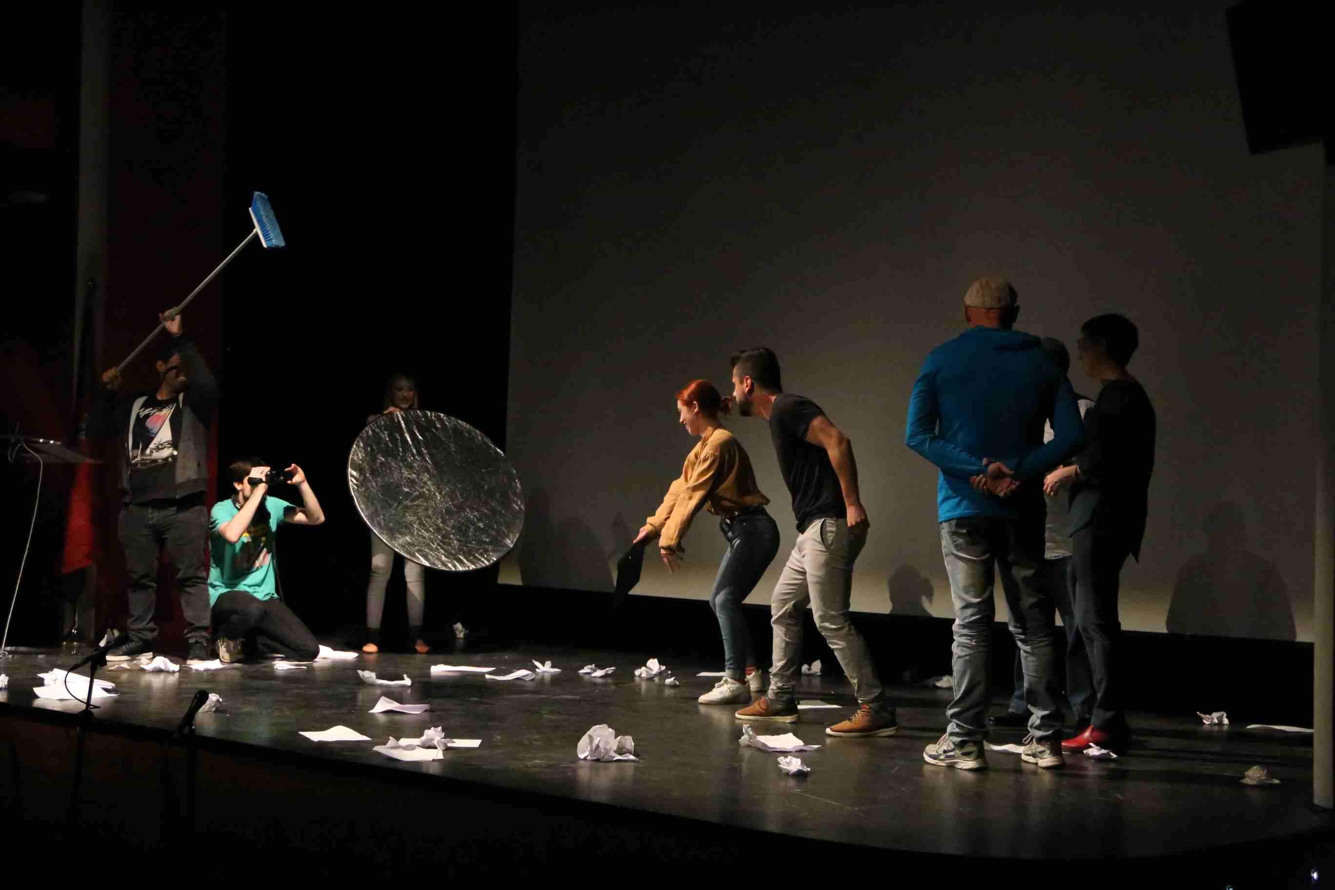 El grupo de teatro pidió la participación del público durante la actuación