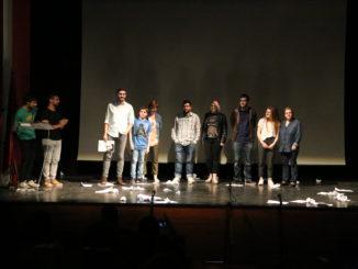 El ganador y participantes del concurso-taller junto a la concejala de cultura de Segorbe, Tere Mateo.