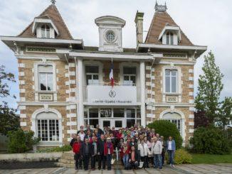 Foto de grupo en el Ayuntamiento de Andernós