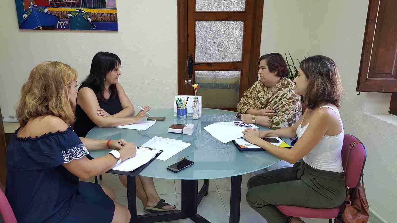 Reunión para hacer balance del servicio de enfermera escolar
