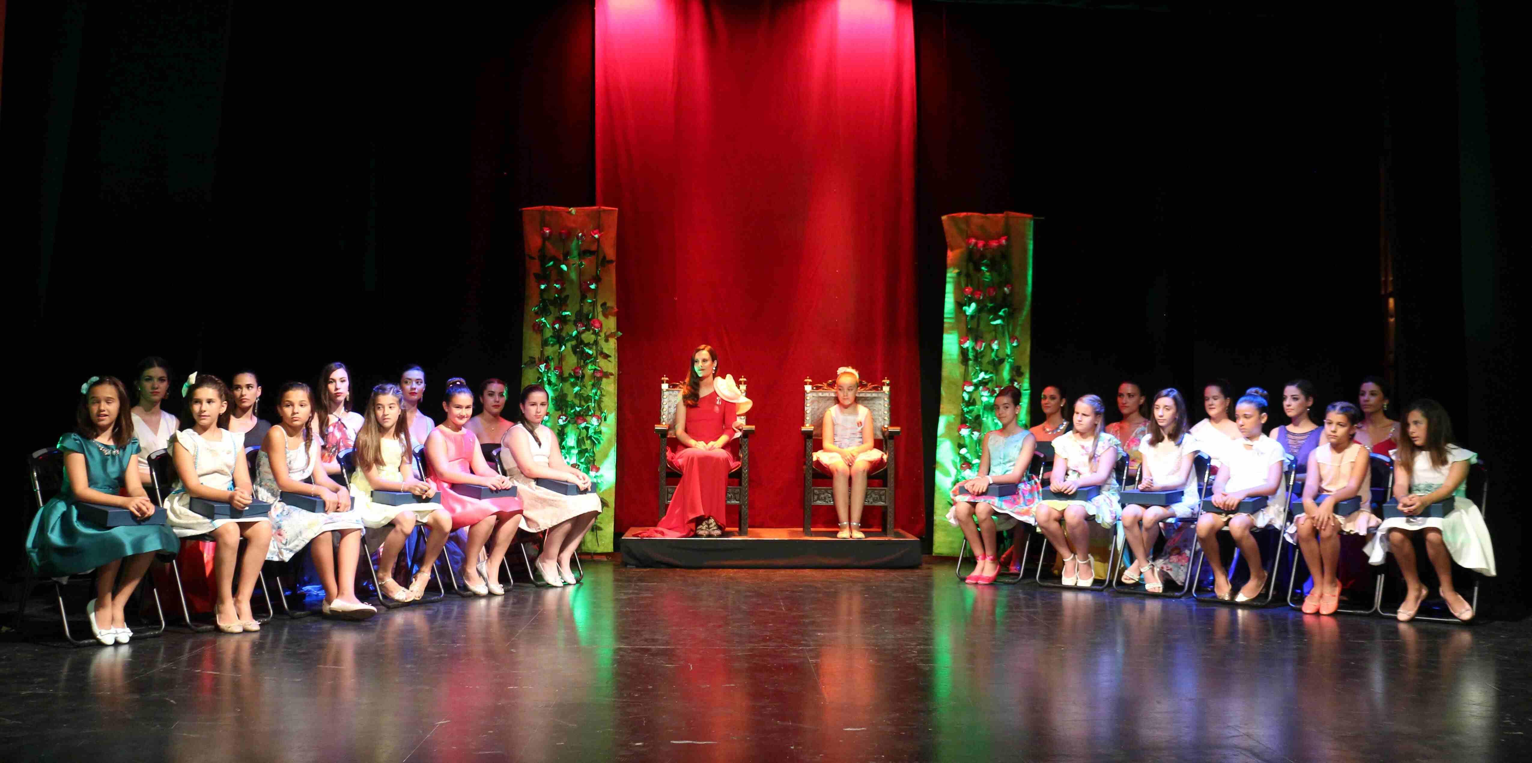 Las Reinas, Damas y Cortes de Honor 2017 estuvieron en el escenario del Teatro Serrano