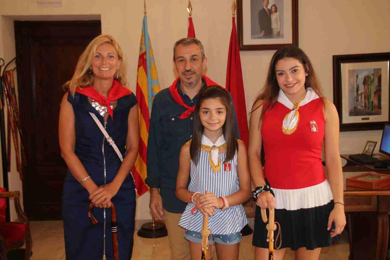 El Alcalde de Segorbe, Rafael Magdalena, y las Reinas 2018, junto a la Alcaldesa de Castellón, Amparo Marco