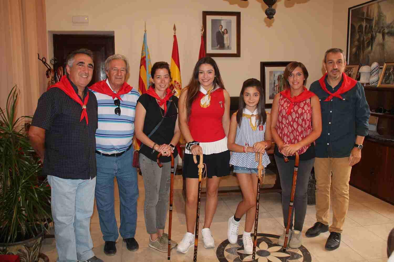 El Alcalde de Segorbe, Rafael Magdalena, y las Reinas 2018, junto a la Alcaldesa de Navajas, Patricia Plantado, y concejales