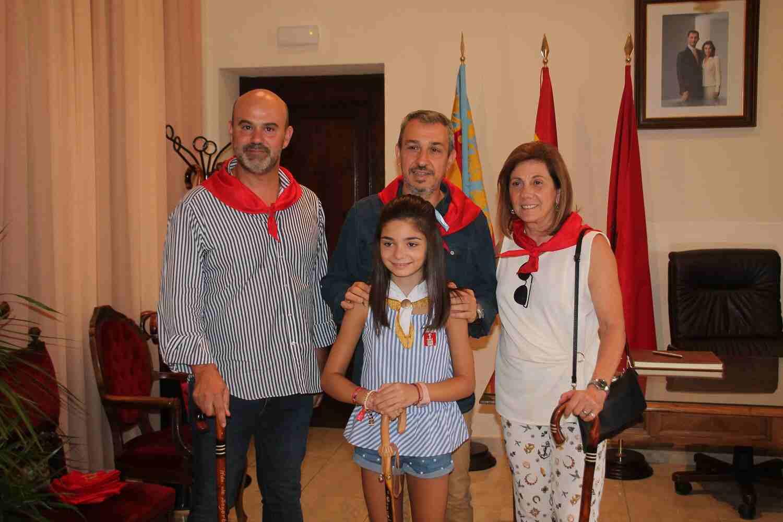 El Alcalde de Segorbe, Rafael Magdalena, y la Reina Infantil 2018, junto a Concejales de La Vall D'Uixó
