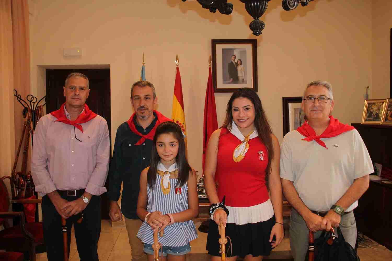 El Alcalde de Segorbe, Rafael Magdalena, y las Reinas 2018, junto al Delegado de Defensa en Valencia