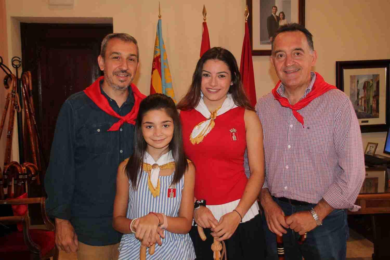 El Alcalde de Segorbe, Rafael Magdalena, y las Reinas 2018, junto al Diputado por Castellón, Artemi Rallo