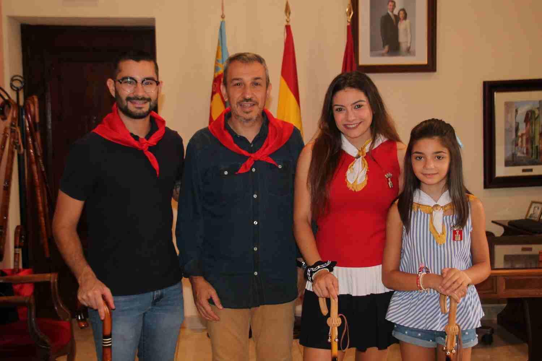 El Alcalde de Segorbe, Rafael Magdalena, y las Reinas 2018, junto a Samuel Falomir, Alcalde de l'Alcora
