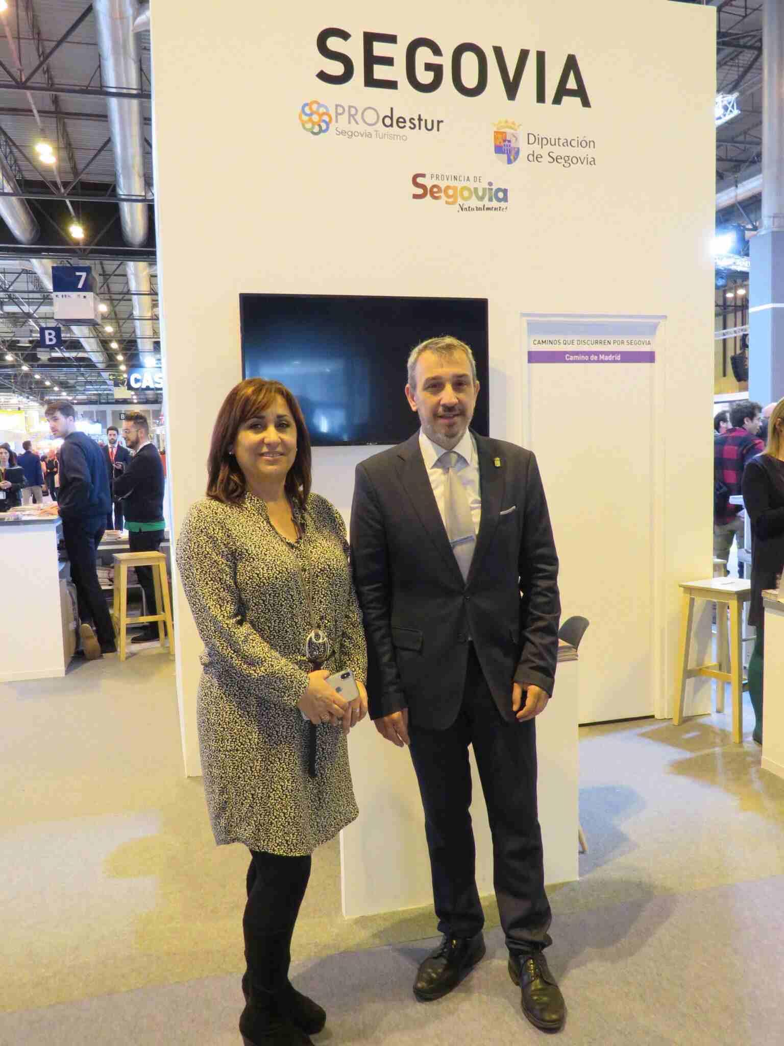 El alcalde de Segorbe, Rafael Magdalena, junto a la concejala de Turismo de Cuéllar, Nuria Fernández