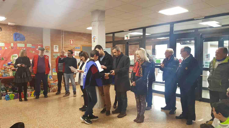 El equipo de gobierno y las asociaciones han recibido un obsequio del alumnado