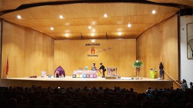 Representación del cuento en el auditorio