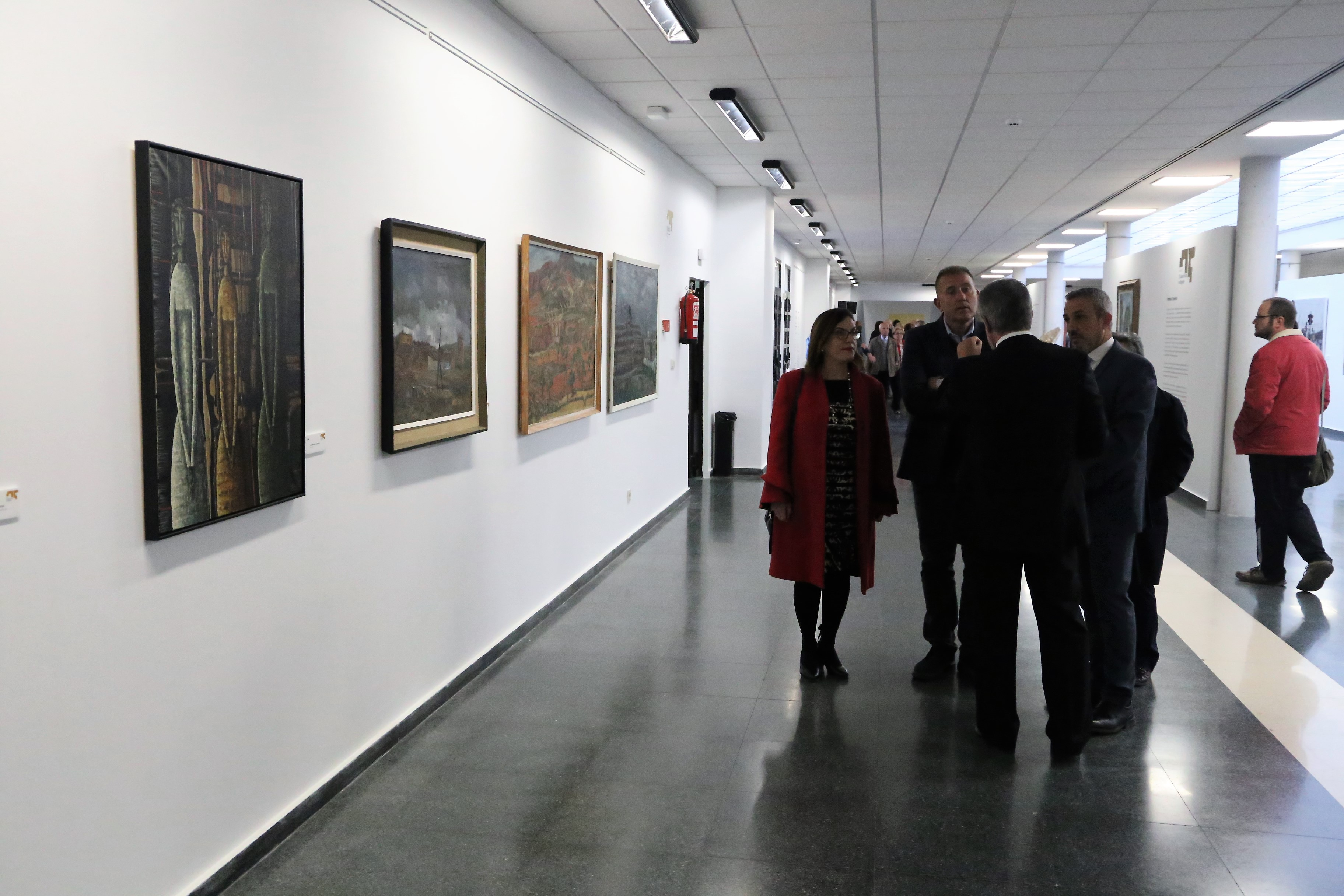 Autoridades, artistas y vecindario acudieron a la apertura de la exposición