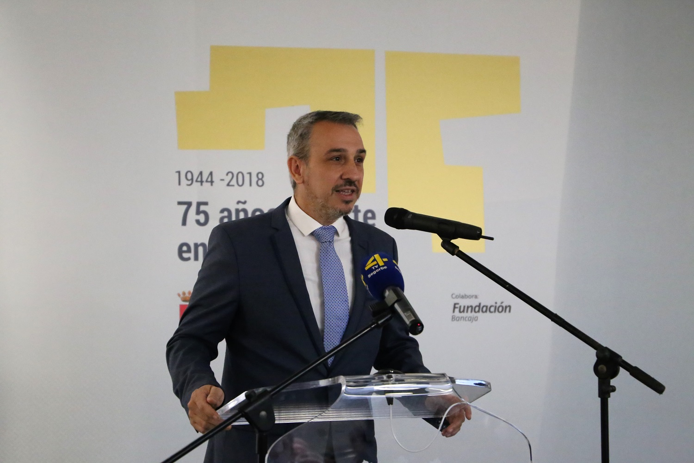 El alcalde, Rafael Magdalena, en la apertura de la exposición