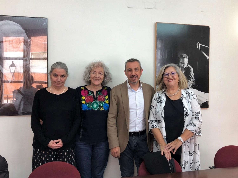 La presidenta de la Fundación Max Aub, Teresa Álvarez Aub, el alcalde, Rafael Magdalena, y las escritoras del Jurado en el evento