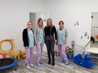La Concejala de Servicios Sociales, Marisa López, con las trabajadoras del Centro de Atención Temprana