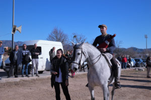 El ganador de la carrera de cintas de caballos, Sergio Carot