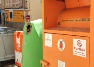 Uno de los contenedores destinados a la recogida ropa