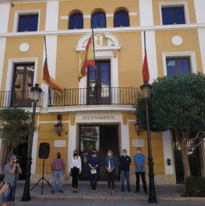 Minuto silencio en la puerta del Ayuntamiento de Segorbe.