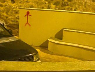 Nuevos grafitis en la plaza de la Judería